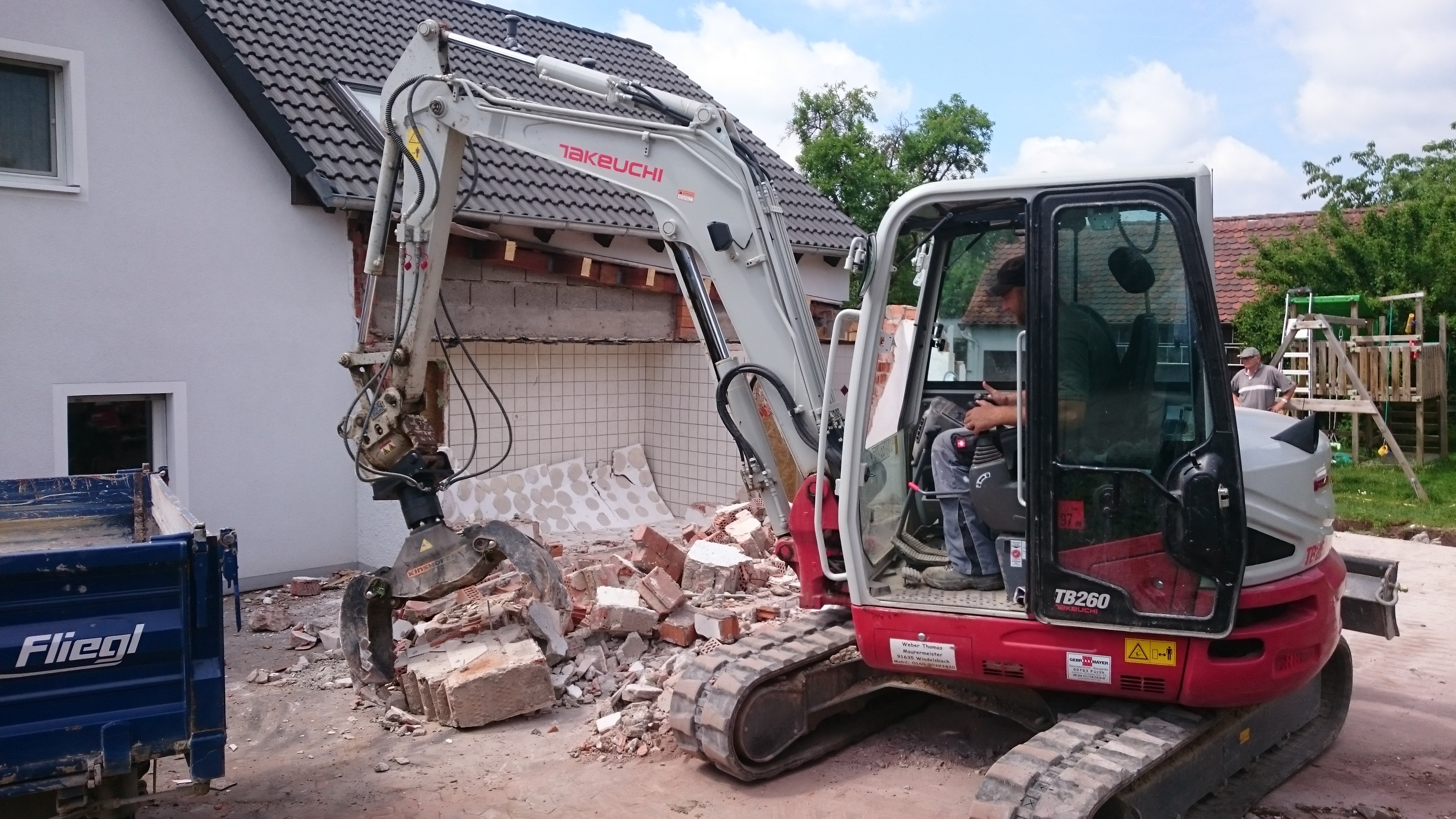 takeuchi takeuchi bagger tb 260 im abbruch einsatz. Black Bedroom Furniture Sets. Home Design Ideas